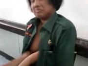 คลิปหลุดในห้องเรียน เนตรนารีสายบันเทิงเปิดกระดุมโชว์นมให้เพื่อนในห้องเลียหัวนม