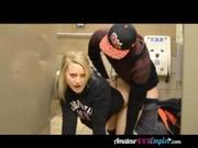 สาวพังค์ขี้เงี่ยนเย็ดหีคาวอลมาร์ทล่อในห้องน้ำหญิงโคตรเงี่ยน แอ่นหีให้เย็ดแรงจัด