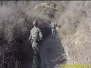 ทหารหิวหีเจอลูกสาวผู้ใหญ่บ้านจับเย็ดหีกระจุยไม่สนใจโลก ซอยหีคาป้อม
