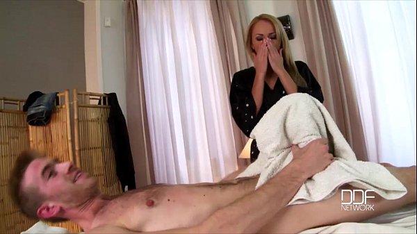 แอบเย็ดแม่ยายหื่น เห็นลูกเขยควยใหญ่ทำไรไม่ถูกใจ pornhub จังหวะนี้เงี่ยนมากอะไรก็ยอมค่ะ