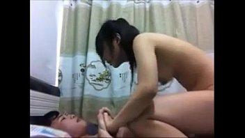 คลิปโป๊เสียงไทย xxxx เห็นเพื่อนบ้านเย็ดเสียงดังเลยเอามั่ง!!! จับเมียนมใหญ่ขึ้นคร่อมเสียบหีบังคับขย่มแรงๆ