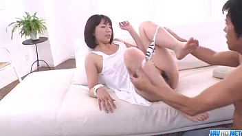 Izumi Manaka ดาราหนังโป๊ยอดนิยม มารับบทคุณแม่เซ็กซี่ที่ถูกลูกชายจับเย็ดสดน้ำพุ่งใส่หี