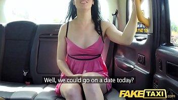 หนังโป๊แตกในจาก Fake Taxi หลอกผู้โดยสารเย็ดฟรีที่ท้ายรถ อึดอัดนิดหน่อยแต่เสียวหอยแน่ๆ