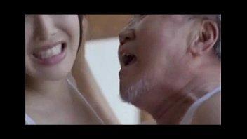 18+ หนังโป๊ใหม่สุด ฉุดสาวญี่ปุ่นมาลูบคลำก่อนจับเย็ดรูหีเนียนๆโดยคนแก่