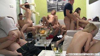 ปิดบ้านทำปาร์ตี้ เย็ดกันหีระเบิดต่างคนต่างมีคู่พากันเสียว Orgy Tour