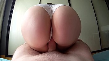 หลุดเซ็กซี่ขย่มควย ตูดใหญ่กระเด้งเอาหีลงมิดด้าม โยกกันน้ำเงี่ยนอาบท่อนควยเชียวแหละ