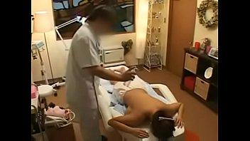 นวดเพลินจนเงี่ยนเลย นักแสดงหนังโป๊ญี่ปุ่นโดนเอฟซีจับนวดนมจนเงี่ยนไว้หื่นมากๆต่อกันหลังไมค์